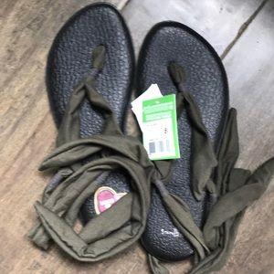 Sanuk slinged up ankle wrap tie khaki sandals 8